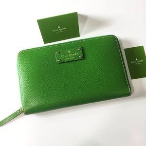 Kate Spade emerald zip travel wallet authentic